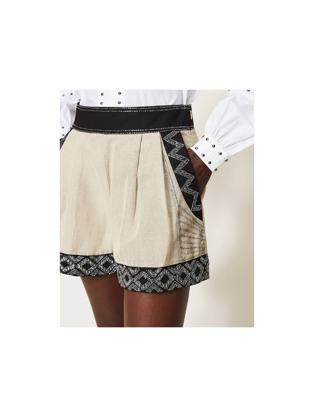 Shorts in misto lino con...